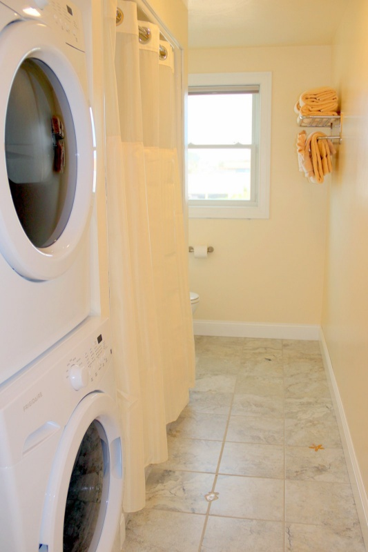 Full Bathroom with Tub Shower and Washer-Dryer